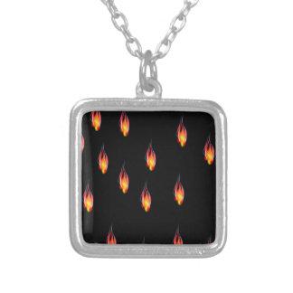 Collar Plateado Llamas del fuego