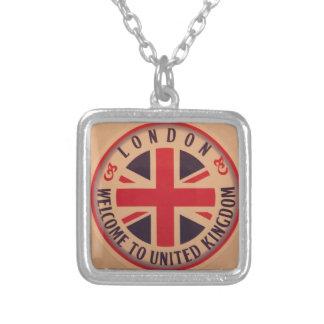 Collar Plateado Londres - Union Jack - recepción a Reino Unido