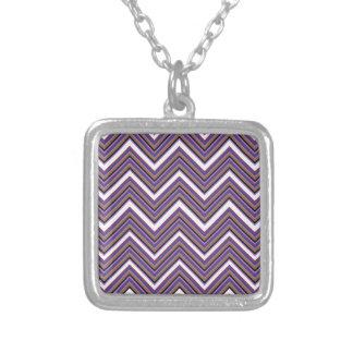 Collar Plateado Majestad púrpura