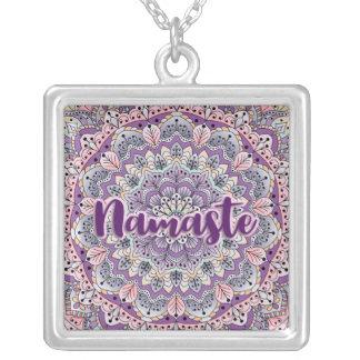 Collar Plateado Mandala floral rosada de Namaste y púrpura linda