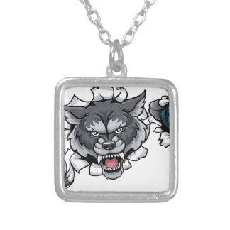 Collar Plateado Mascota de los bolos del lobo que rompe el fondo