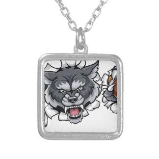 Collar Plateado Mascota del fútbol americano del lobo que rompe el