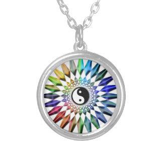 Collar Plateado Meditación colorida Tao de Yin Yang de la yoga