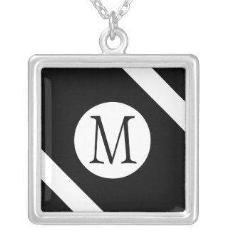 Collar Plateado Monograma blanco y negro moderno, simple y