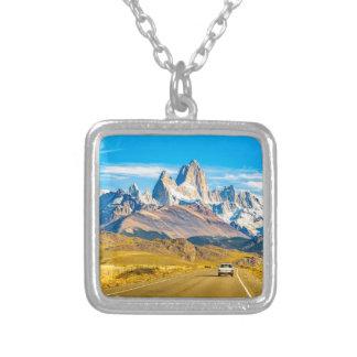 Collar Plateado Montañas Nevado los Andes, EL Chalten, la