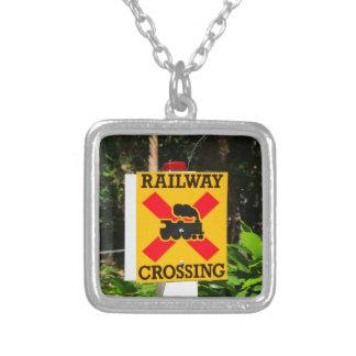 Collar Plateado Muestra del cruce ferroviario