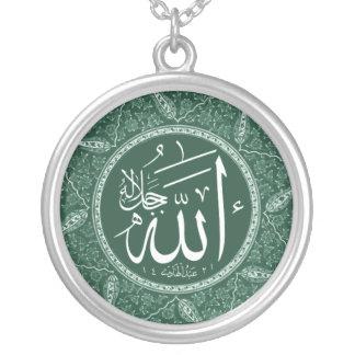 Collar Plateado Nombre de Alá en árabe