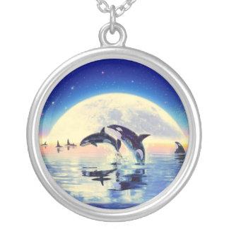 Collar Plateado Orca de la orca