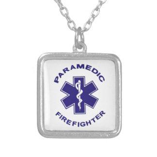Collar Plateado Paramédico del bombero