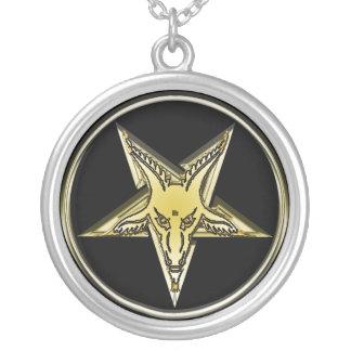 Collar Plateado Pentagram de oro invertido de la cabeza de la