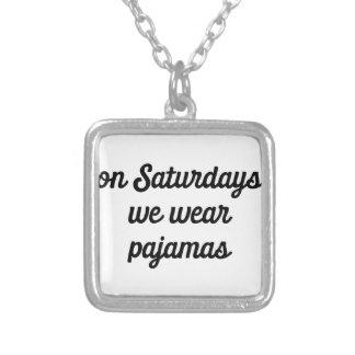 Collar Plateado Pijamas de sábado