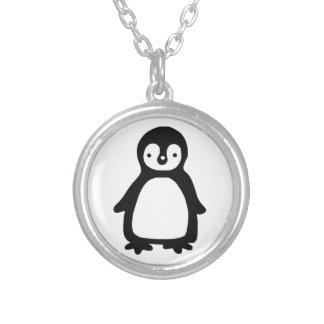 Collar Plateado Pinguin blanco y negro simple