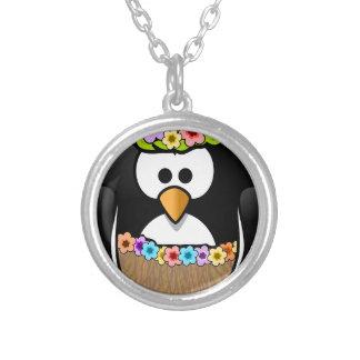 Collar Plateado Pingüino hawaiano con las flores y la falda de