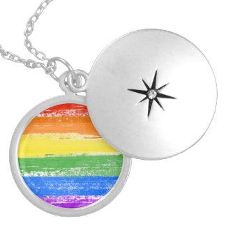 COLLAR PLATEADO PINTURA DE LA BANDERA DEL ARCO IRIS DE LGBT