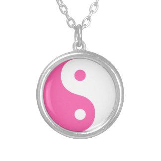 Collar plateado plata rosada tradicional de Yin