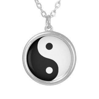 Collar plateado plata tradicional de Yin Yang