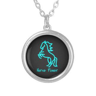 Collar Plateado Poder de caballo en azul