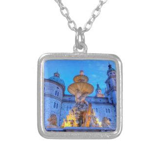 Collar Plateado Residenzplatz en Salzburg, Austria