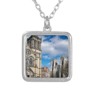 Collar Plateado Santo Wilfrids e iglesia de monasterio de York