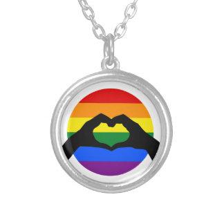 Collar Plateado Silueta del arco iris del orgullo gay de LGBT y de