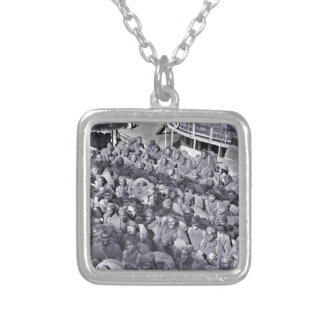 Collar Plateado Soldados negros de WWI en la nave de transporte