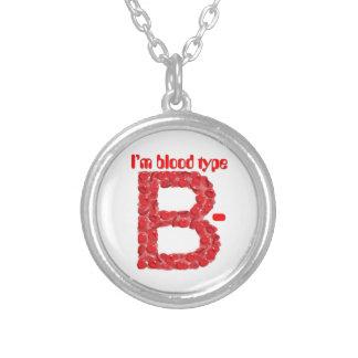 Collar Plateado Soy tipo de sangre negativa de B