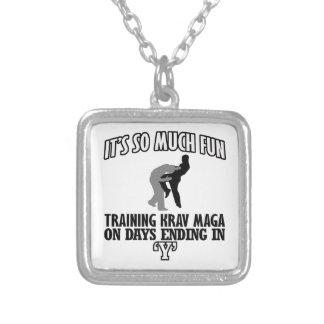 Collar Plateado Tender los diseños de Krav Maga