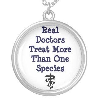 Collar Plateado tx real >1 spp de los doctores