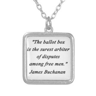 Collar Plateado Urna - James Buchanan