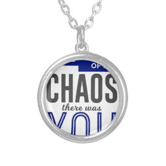 Collar Plateado Usted en el caos