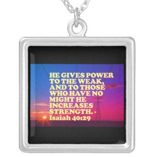 Collar Plateado Verso de la biblia a partir del 40:29 de Isaías.