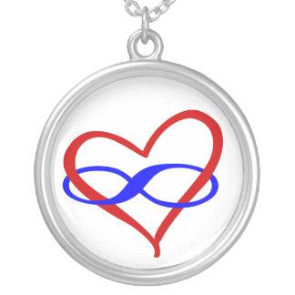 Collar polivinílico del infinito del corazón