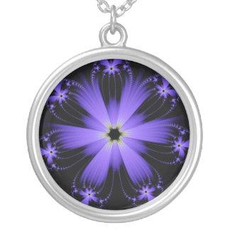 Collar púrpura de la explosión de la flor