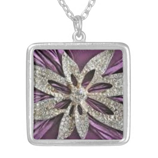 Collar púrpura de la flor de la mirada del diamant