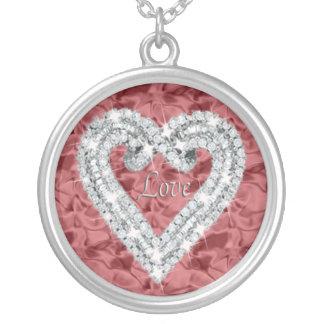 Collar redondo rojo del corazón del diamante del a