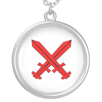 Collar rojo cruzado de las espadas