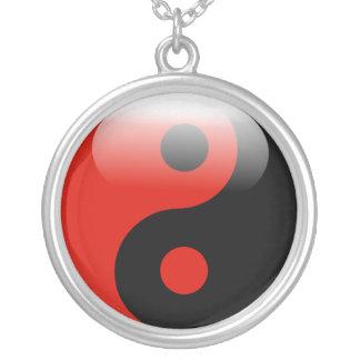 Collar rojo de Yin Yang