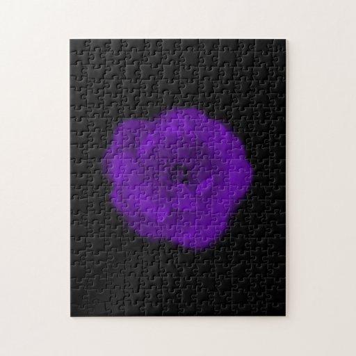 Color de rosa púrpura. Fondo negro Puzzle Con Fotos