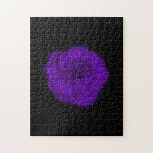 Color de rosa púrpura. Fondo negro Rompecabeza