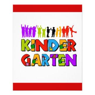 color del juego de niños de la guardería kindergar tarjetón