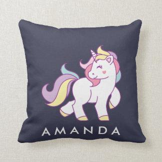 Color en colores pastel del unicornio mágico lindo cojín decorativo