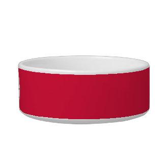 Color sólido del rojo carmesí con el monograma comedero para mascota