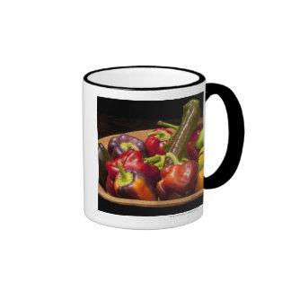 Colores y tipos mezclados de pimientas taza de dos colores