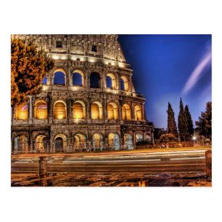 Colosseum de Roma debajo de la postal del cielo