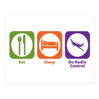 Coma el sueño hacen el control de radio postal