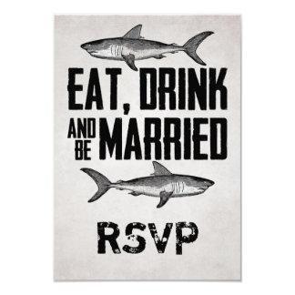 Coma la bebida y sea tiburón casado que casa las invitación 8,9 x 12,7 cm
