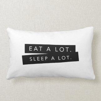 Coma mucho. Del sueño almohada mucho -
