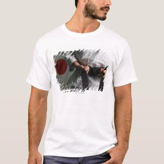 Combatiente del Taekwondo que tensa la correa Camiseta