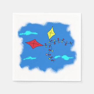 Cometas en el cielo azul servilleta desechable