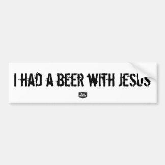 Comía una cerveza con la pegatina para el